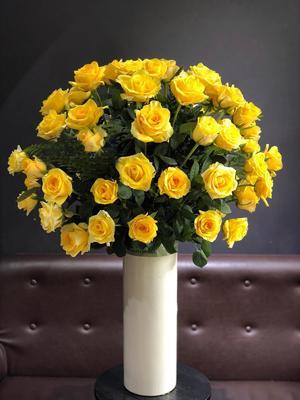 Bình hoa tặng sinh nhật hoa hồng vàng