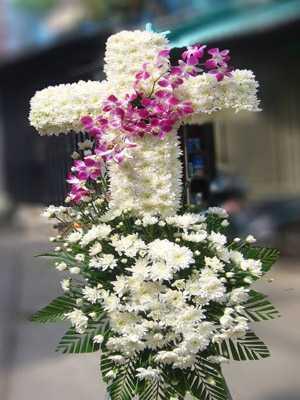 Hoa viếng tang lễ người CÔNG GIÁO