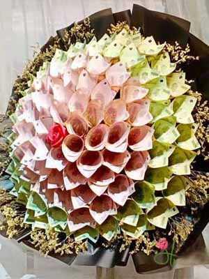 Bó hoa to khổng lồ hoa tiền