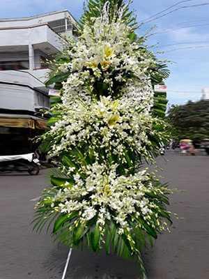 Đặt hoa chia buồn Hà Nội