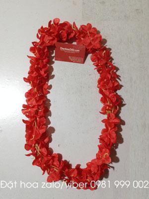 Giá vòng hoa đeo cổ