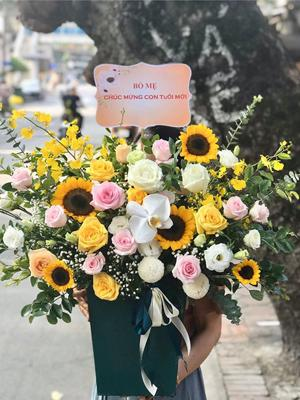 Giỏ hoa chúc mừng hoa hồng