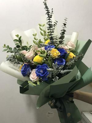 Hoa tặng khách hàng đẹp