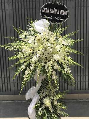 Kệ hoa chia buồn màu trắng