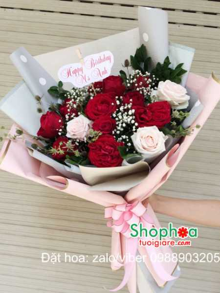 Hoa tươi tặng vợ món quà cho dịp kỷ niệm