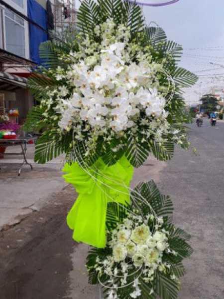 Lãng hoa chia buồn màu trắng