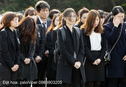 trang phục dự đám tang